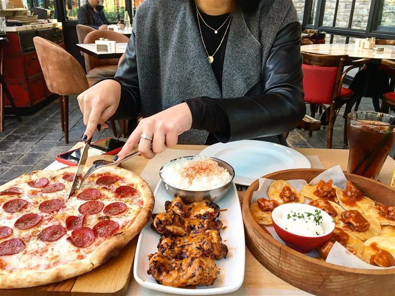 About yesterday's lunch 🥙 🍛🍕 @divvyrestaurant peterbyekolwenmaken ..... (The Village Dbayeh)