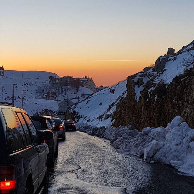 على مفترق الطريق....الف طريق وطريق...وبطريق🤣 ig_respect ig_lebanon ... (Faraya(kfarzebian))