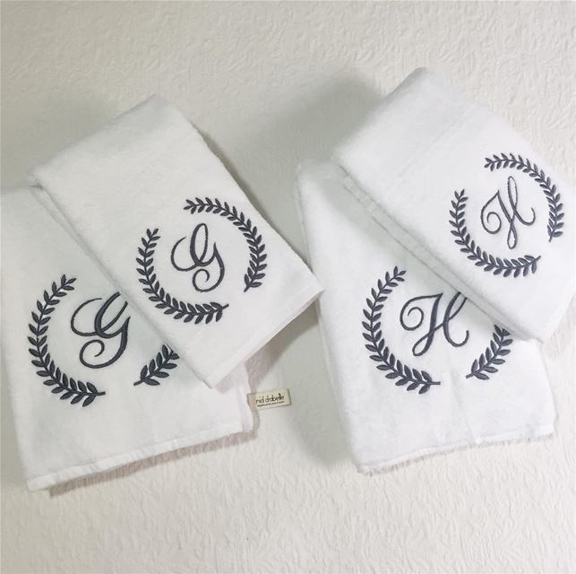 Mr. & Mrs. 💍 newly wed bed set & towels. Write it on fabric by nid d'abeil