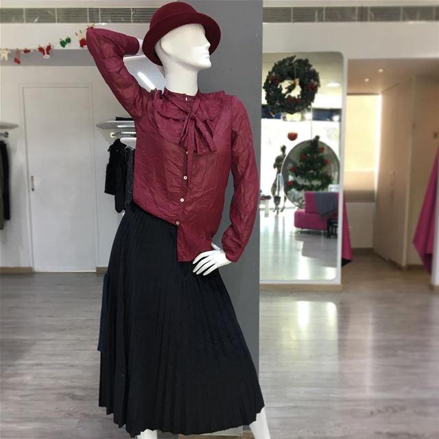 Wrinkled shirt available in black as well 😉DailySketchLook 207 shopping... (Er Râbié, Mont-Liban, Lebanon)