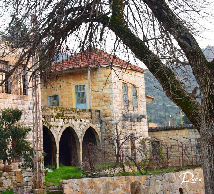 في بقعة مهجورة من الذاكرة، تُخبئ جثث من عاشوا قديماً في قلوب من أحبوهم...ر (Maasser Ech Chouf, Béqaa, Lebanon)