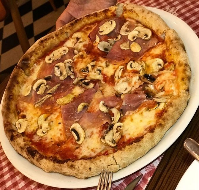Why do some pizzas taste so good ? __________________________ food... (Tavolina)