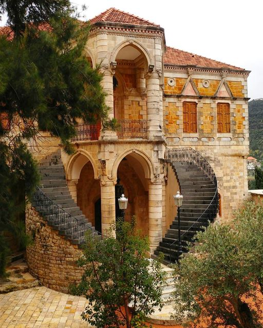 The castle of all seasons ❤ Got lucky today to revisit this magical place... (El-Mukhtarah, Mont-Liban, Lebanon)