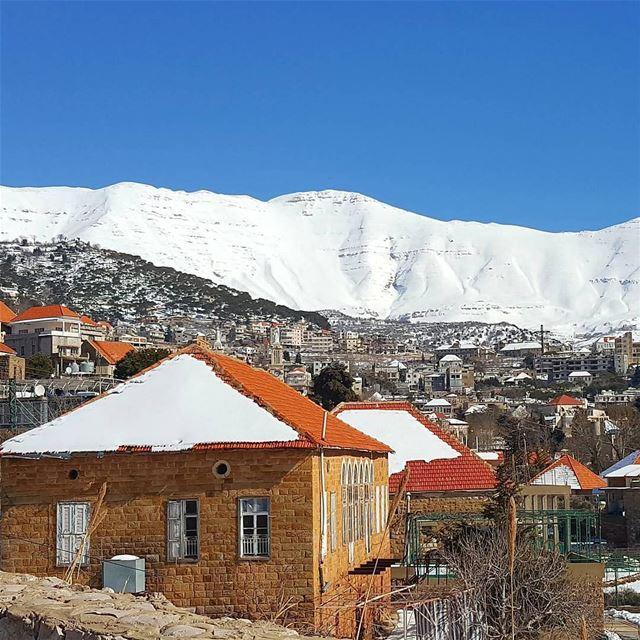 Baskinta é uma pequena cidade próxima à Faraya, situada a 1.500 metros... (Baskinta, Lebanon)
