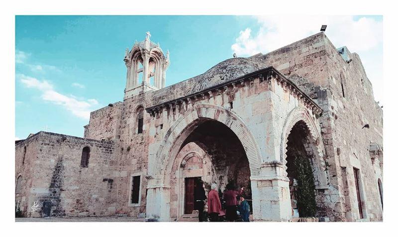ᴏʀɪɢɪɴᴀʟʟʏ ᴋɴᴏᴡɴ ᴀs ᴛʜᴇ ᴄᴀᴛʜᴇᴅʀᴀʟ ᴏғ sᴀɪɴᴛ ᴊᴏʜɴ ᴛʜᴇ ʙᴀᴘᴛɪsᴛ, ᴛʜᴇ ʀᴏᴍᴀɴ ᴄʜᴜʀ (Eglise Saint Jean Marc - Byblos)