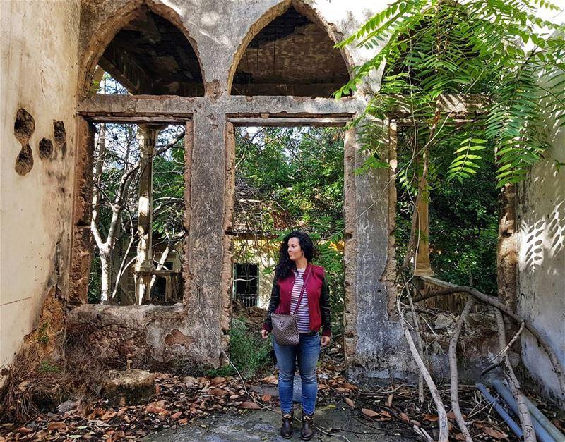 Abandoned Beirut treasures...Я стою посреди дворца 🏰. Где дворец, спрашив (Beirut, Lebanon)