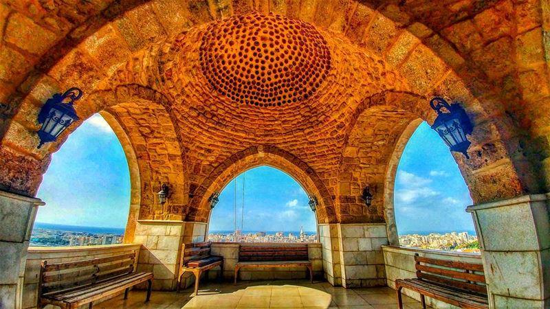 في فوق سجادة صلاة و اللي عم بيصلوا قلال ........... lebanon ... (Sidon, Lebanon)