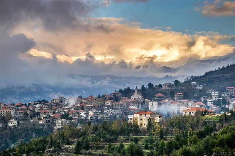 Hasroun village, and Mount Makmel at sunset. Beautiful clouds and snow.... (Hasroun El-Jdeedah, Liban-Nord, Lebanon)