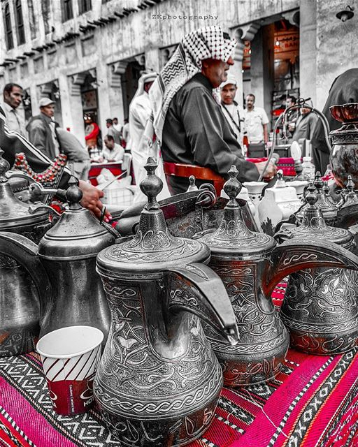The Auction at the Souk.. * amazing_qatar  qatarism  bw_splash ... (Souq Waqif)