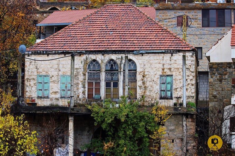 📍hadchit/حدشيت📷: Elie abou jaoudéبيوتنا القديمة تبدو للناظر ساكنة لاحر (Hadchît, Liban-Nord, Lebanon)