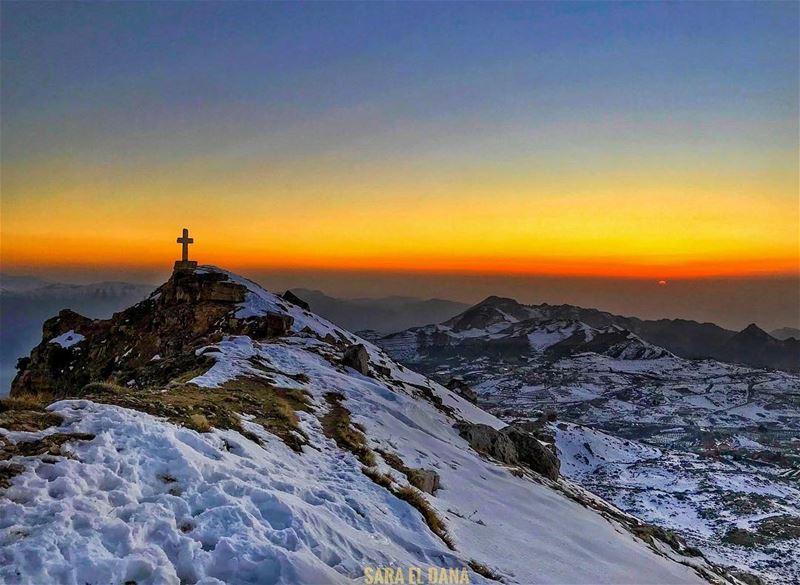 Faith can move mountains⛰☀️ (Akoura, Mont-Liban, Lebanon)