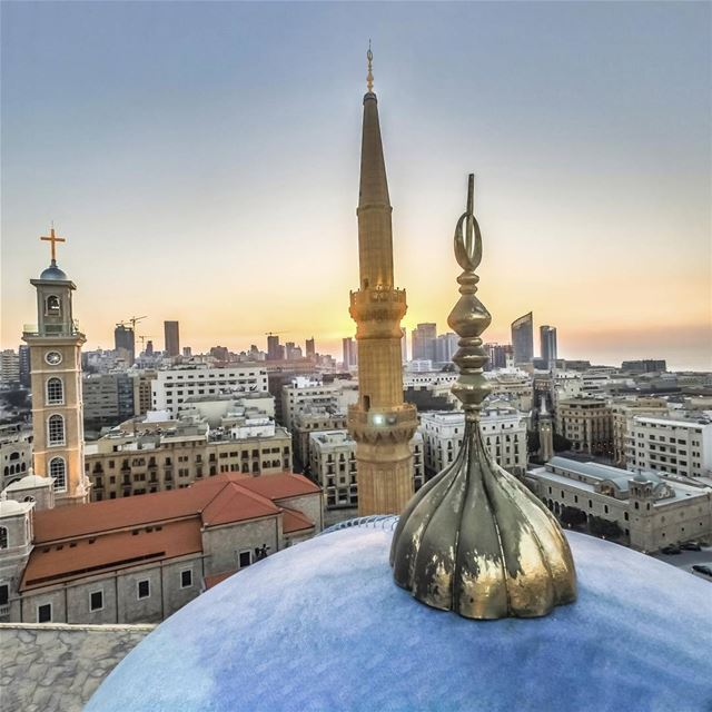 One praying nation ! lebanon lebanonspotlights downtown beirut sun ... (Mohammad Al-Amin Mosque)