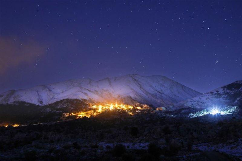 ✨بلدة عين مجدلين يعلوها جبل تومات نيحا .... photography photographer... (Kfar Hoûné, Al Janub, Lebanon)