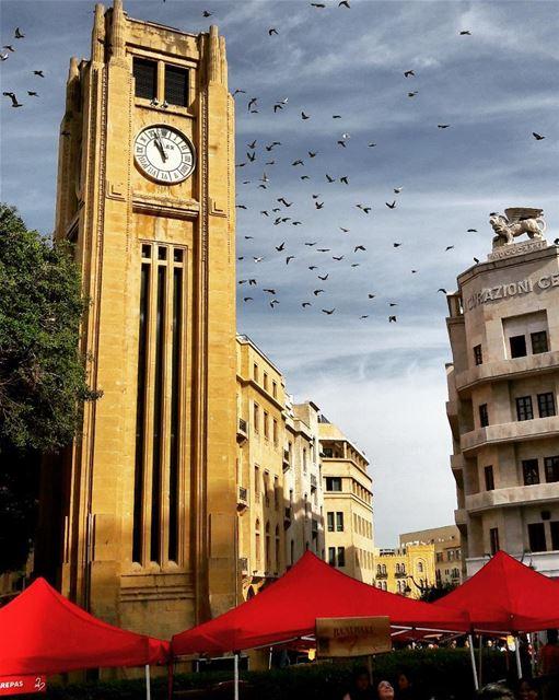 @livelovebeirut Magic 🎆 (Place De L'etoile)