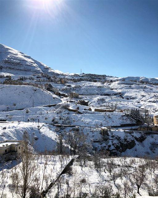 Sunny weekend☀️⛄️⛷❄️. snow lebanon mzaar ski kfardebian ... (Mzaar Kfardebian)