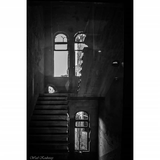 bnw abandoned old building blackandwhite lebanon heritage ...