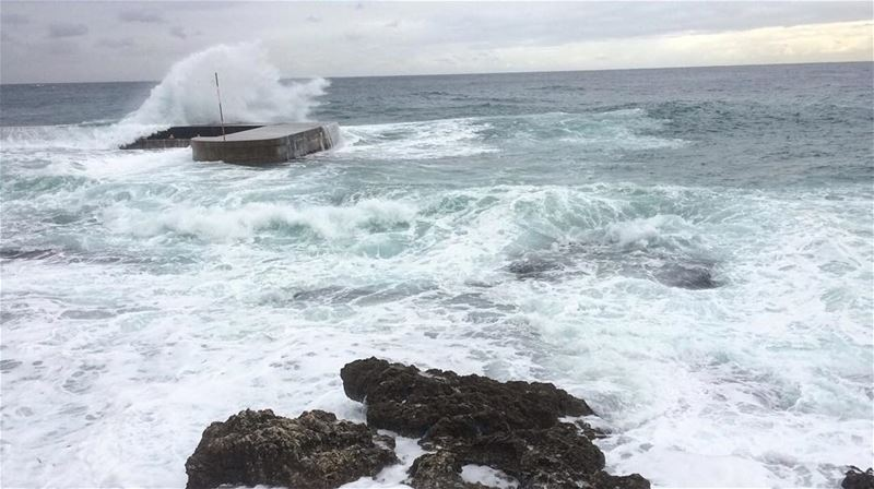 Wild sea 🌊••Would you swim in a weather like this?••• waves ocean... (Hamra, Beyrouth, Lebanon)