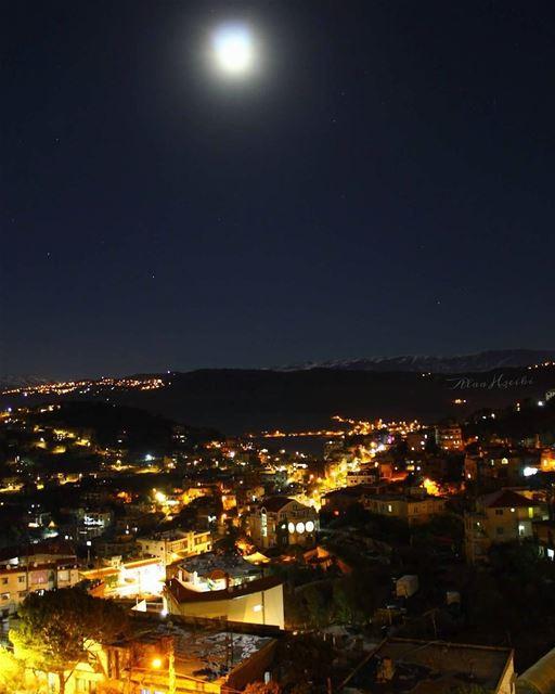 One Of My Best Shots ❤️ tb 🔙... Hseiki lebanon beirut night ... (Baïssoûr, Mont-Liban, Lebanon)