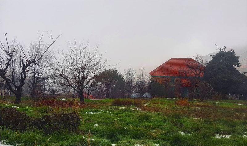 يا ريت أنت و أنا بالبيتشى بيت أبعد بيتممحي ورا حدود العتم و الريحو التلج (Baskinta, Lebanon)