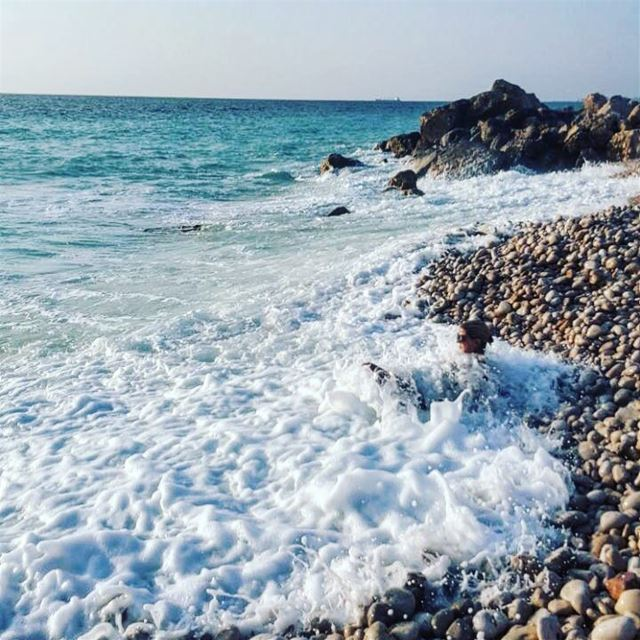 Waves rolling into the beach, the most relaxing sound on earth. Throw 🔙...