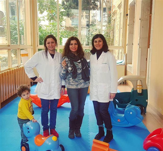 Allez les enfants, le docteur est la, c 'est la visite medicale...... (Garderie Les Citronniers)