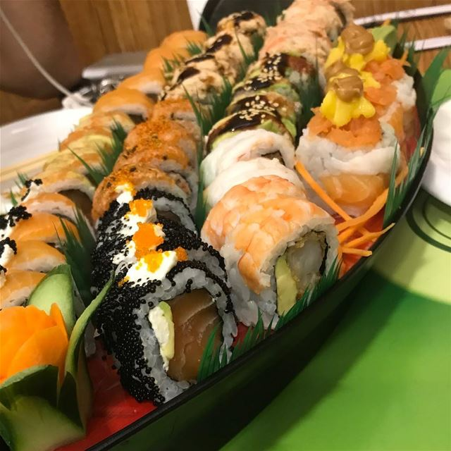 Heaven 😻 salmon maki sushi tuna japan lebanon foodlover kitchen ... (SUSHi VERDE)