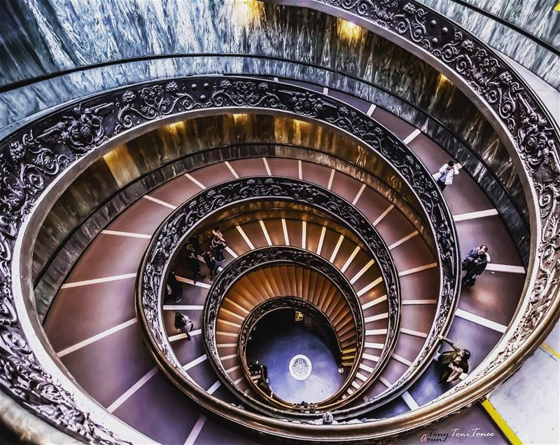 The famous exit double helix staircase of the Vatican museum ... is simply... (Vatican Museums - Musei Vaticani)