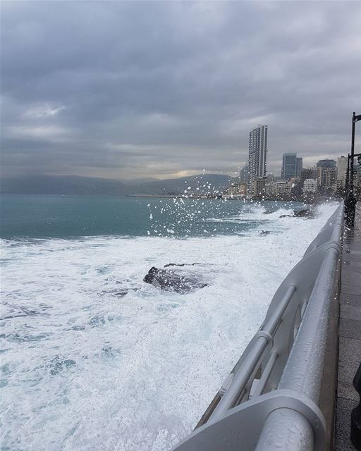 Splashhhhh....have a great weekend ig_respect  ig_lebanon  insta_lebanon... (Manara Beirut)