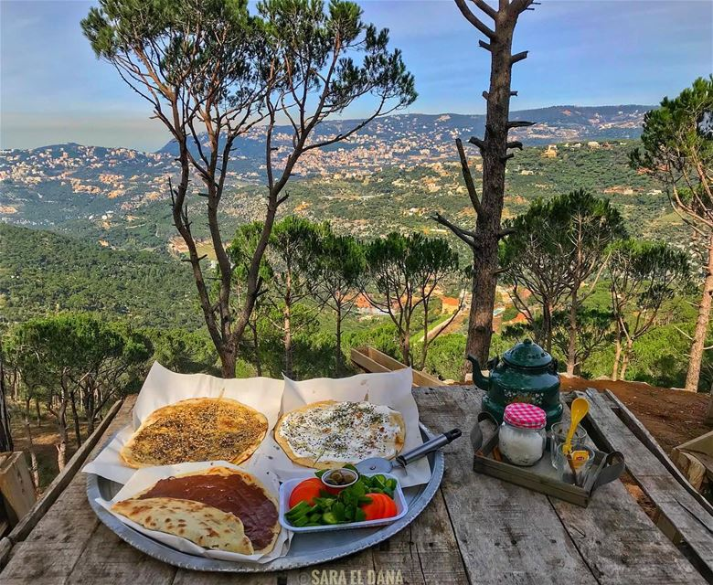 Rise and shine Everyone!! Breakfast is served 🧀🍅🥒☕️ (Deïr El Harf, Mont-Liban, Lebanon)