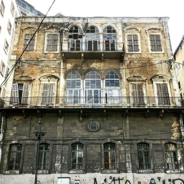 One of the nicest,still standing, traditional buildings in Beirut 🇱🇧.... (Beirut, Lebanon)