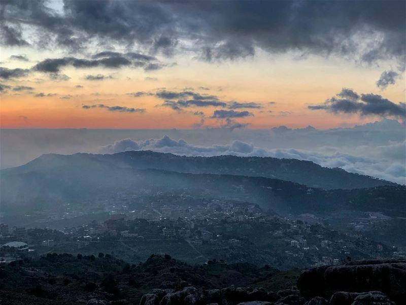 Zaarour sunset....... sunset sunset_hub sunset🌅 sky skyline ... (Zaarour Club)