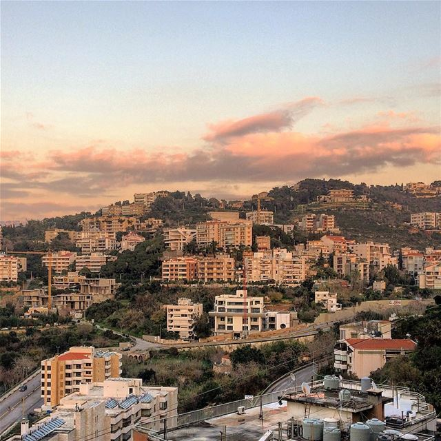 baabda  lebanon  livelovelebanon  purple  beautifulview  beautifullebanon... (Baabda)