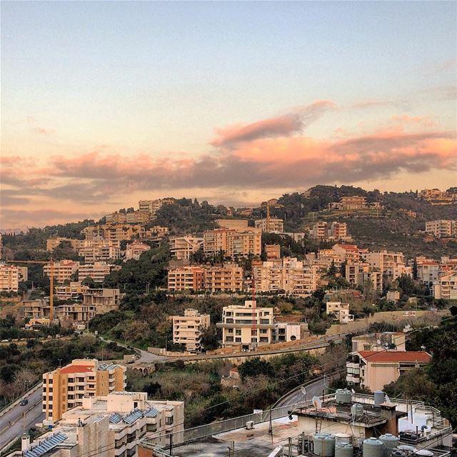 baabda lebanon livelovelebanon purple beautifulview beautifullebanon... (Baabda)