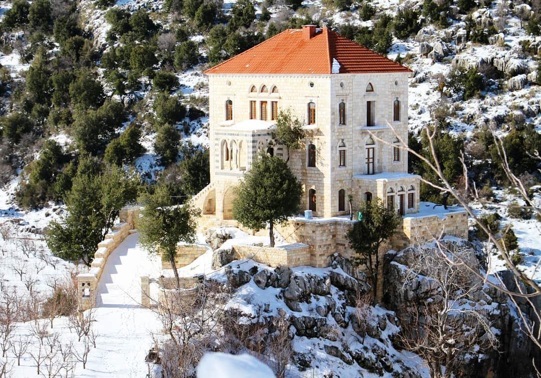 On the rocks! house oldhouses lebanesevillages lebanesehouses ... (Tannurin At Tahta, Liban-Nord, Lebanon)