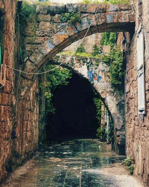 نص القنطرة بنيتله! lebanon urban urbandesign architecture round walk... (Saïda, Al Janub, Lebanon)