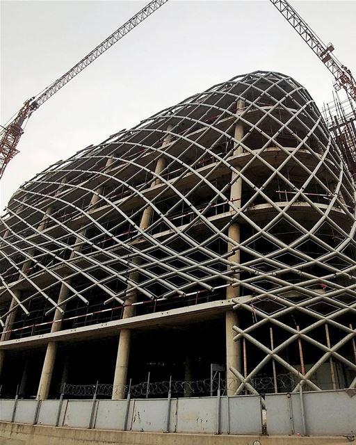 Eis que a nova loja de departamento projetada pela renomada arquiteta... (Beirut Souks)