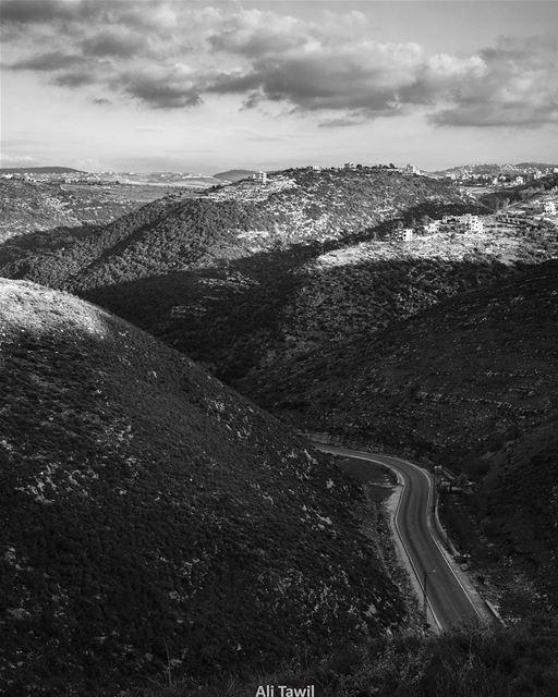 تُنسى، كأنك لم تكنخبراً، ولا أثراً وتُنسى .. ☁️ monochrome landscape ... (Wadi L7Jeir)