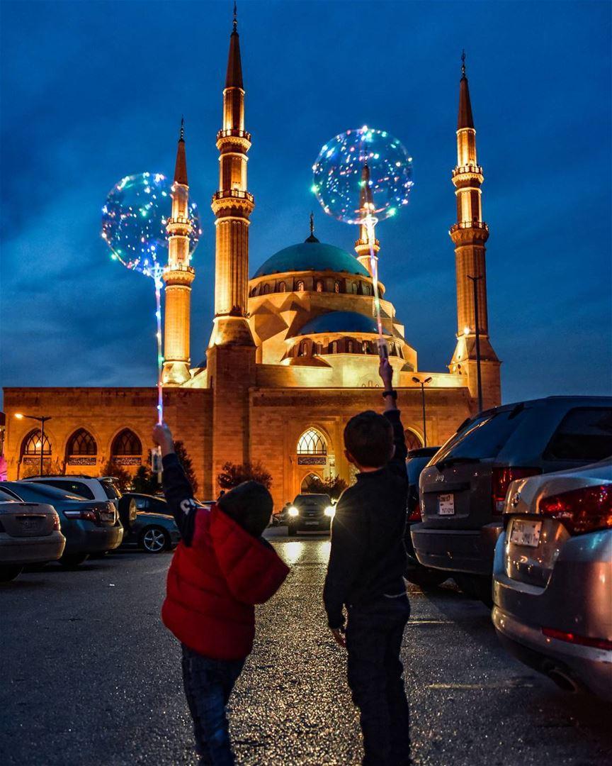 Kids and peace 🇱🇧🕊🇱🇧 lebanon beirut livelovebeirut ig_lebanon ... (Mohammad Al-Amin Mosque)