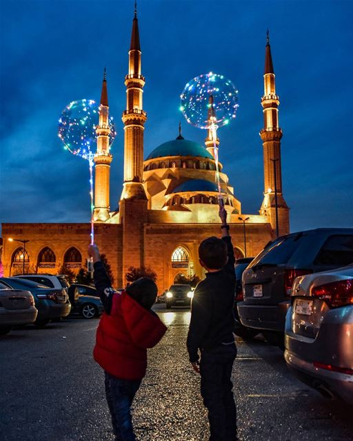 Kids and peace 🇱🇧🕊🇱🇧 lebanon beirut livelovebeirut ig_lebanon ... (Mohammad Al-Amin Mosque)