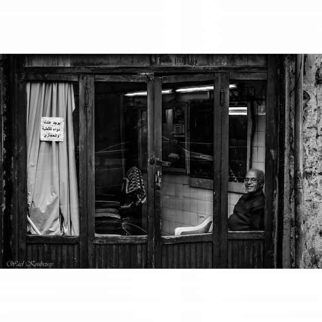 barber  shop  bnw  windowdisplay  blackandwhite  glass  man  local ... (Zuqaq al-Blat)