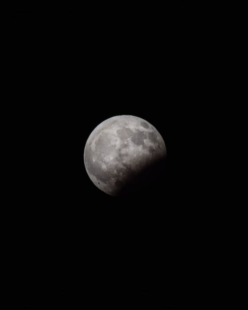 """After yesterday's failed attempt to capture the """"super blood moon lunar... (Beirut, Lebanon)"""