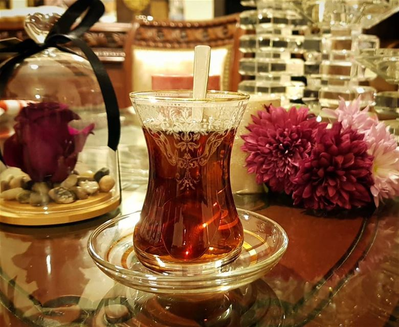 البعض يهديك وردة والبعض لآخر يزرعها داخل قلبك... روقان تصوير عدستي شاي...