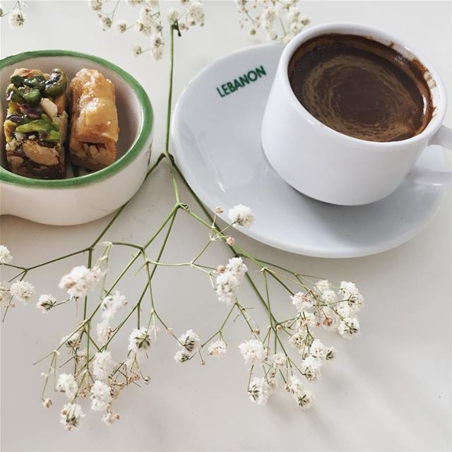 ويبقى للمساء وجهه الجميلوتبقى القهوة من أجمل طقوس المساء التي تشعرك بالحي