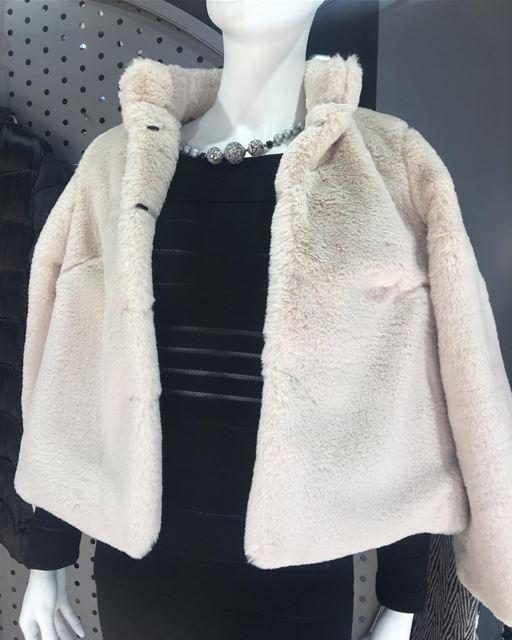 Fur jacket very soft on SaleDailySketchLook 225 shopping italian ... (Er Râbié, Mont-Liban, Lebanon)