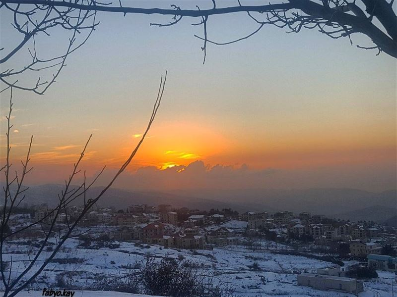 friday sunset sunsetlovers sunsets ehden snowlife sunset_stream sun... (Ehden, Lebanon)