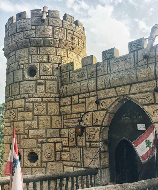 Rest in peace creative & romantic Moussa 🙏🏻 На днях не стало одного из са (Moussa castleقلعة موسى)