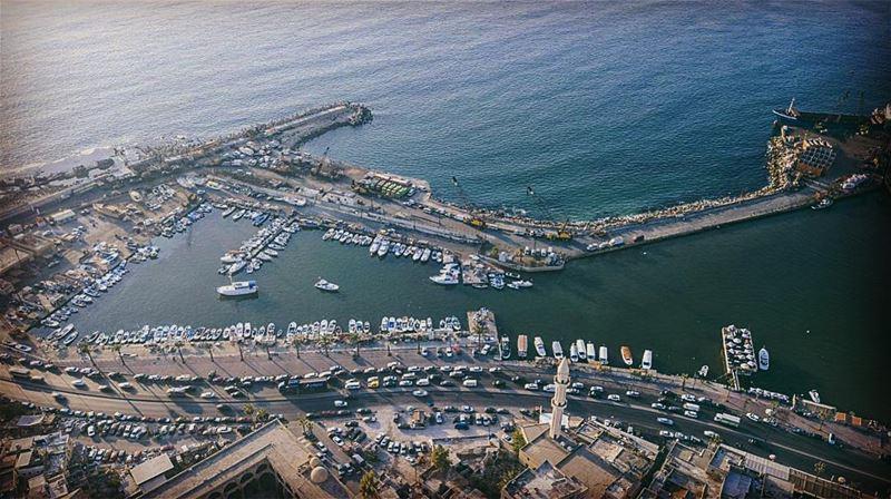 Saida City from above ❤️♥️ Beautiful waterfront 🌊 لصيدا مع البحر حكاية عش (Saïda, Al Janub, Lebanon)
