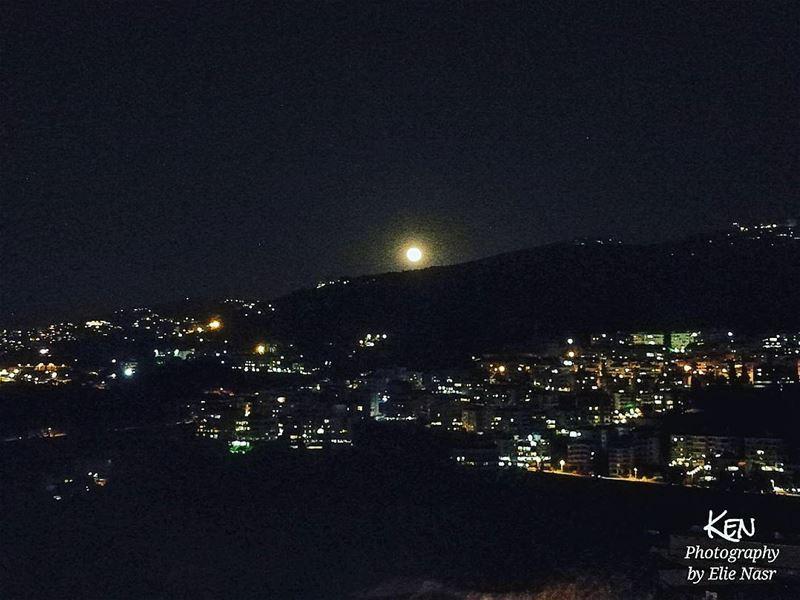 ...لو كنتِ يا صديقتي بمستوى جنونيرمَيتِ ما عليكِ من جواهرٍو بِعْتِ ما لد (Fanar, Mont-Liban, Lebanon)