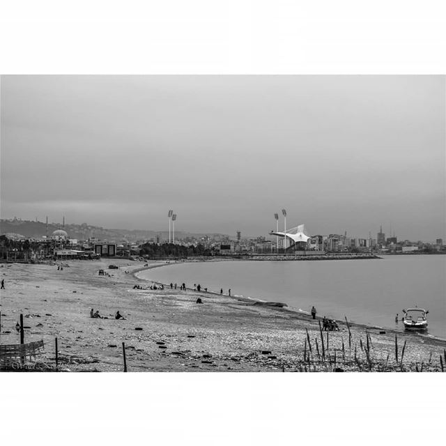 bnw  blackandwhite  beach  saida  horizon  view  sea  people ... (Saïda, Al Janub, Lebanon)