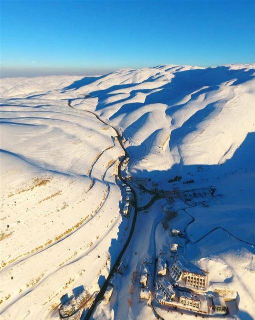 بلد يقضي فيه المرء أوقاته متطلّعاً إلى السماء متأمّلا القمم الشاهقة ، هو بل (Faraya, Mont-Liban, Lebanon)